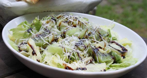 Аппетитный салат с виноградом и сельдереем