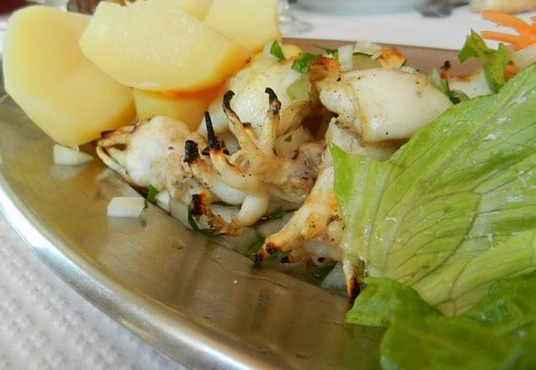 салат-с-кальмарами-и-яйцом