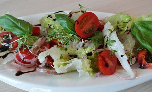 Быстрый салат из простых продуктов