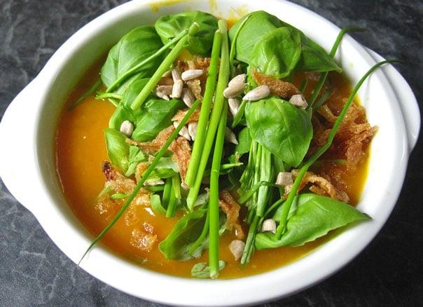 Суп из щавеля с тушенкой