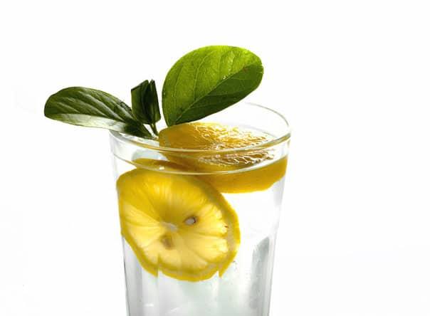 Холодный чай с мятой и лимоном