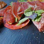 Нарезка мяса на праздничный стол